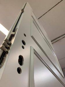Dvere s nástrekom RAL9010 a rámikom R17 L1